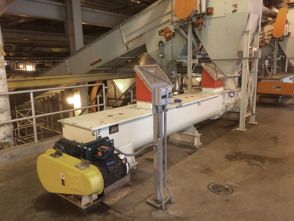 Shafted Screw Conveyors For Conveying Dried Sludge At